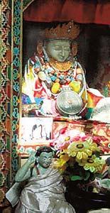 Буддисты верят, что эта статуя в монастыре Чуку Гомпа появилась из ниоткуда